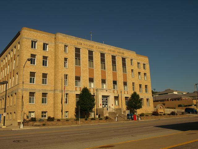 Photo of southeast corner of courthouse. Shows entire east side of the building