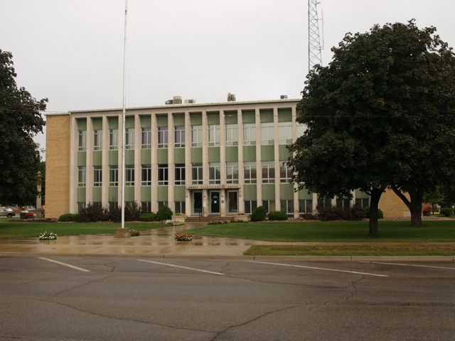South view of the courthouse. Vertical concrete beams provide a focal point along the front of the building