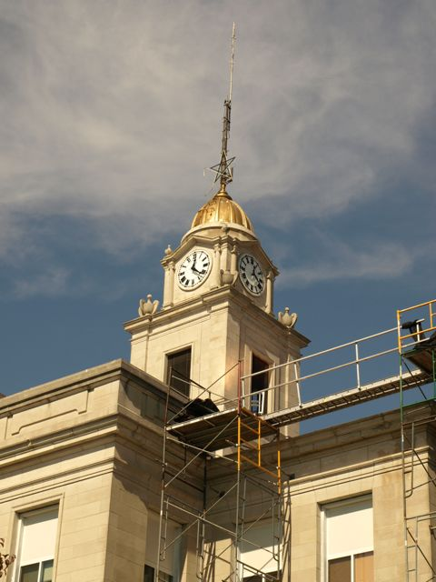 closer view of the courthouse. Scaffolding is seen along the building